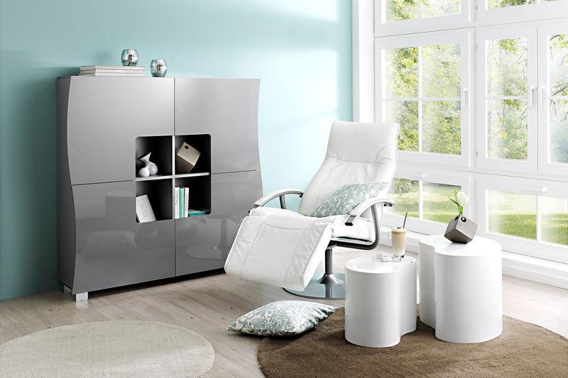 fauteuil-relax-blanc-mur-bleu