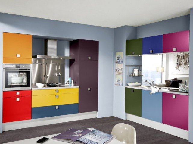 Osez les couleurs dans votre cuisine for Changer les portes de cuisine