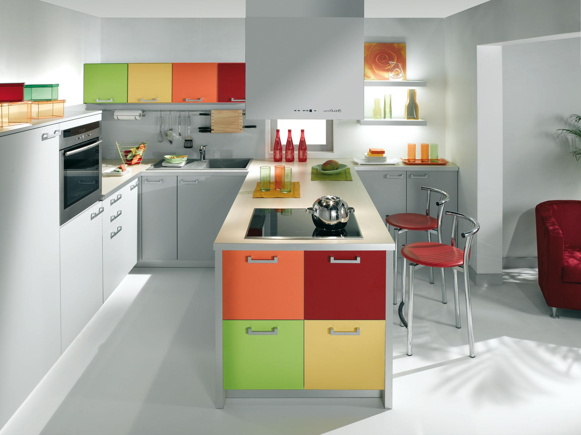 Osez les couleurs dans votre cuisine for Decoracion interiores cocina