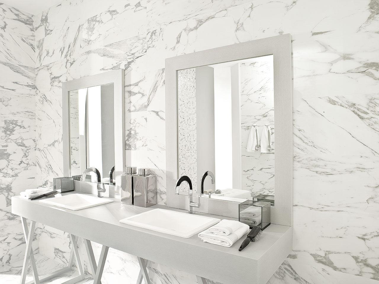 Une salle de bain tout en marbre so chic for Carrelage marbre salle de bain