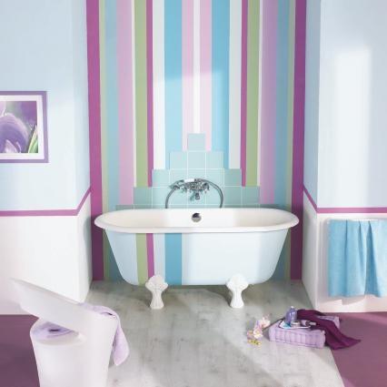 rayures-verticales-mur-salle-de-bains