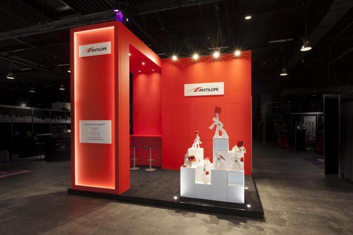 Un stand pliable d'exposition design et artistique