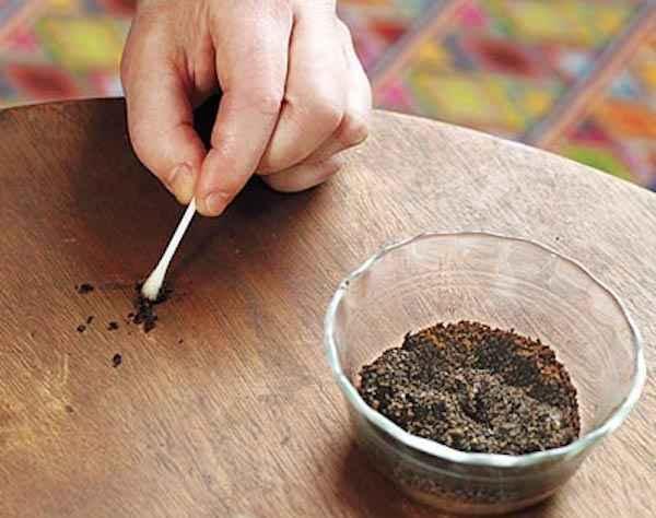marc de café pour récurer les meubles
