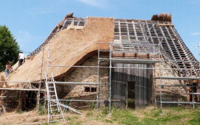 faire l'entretien d'une toiture en chaume