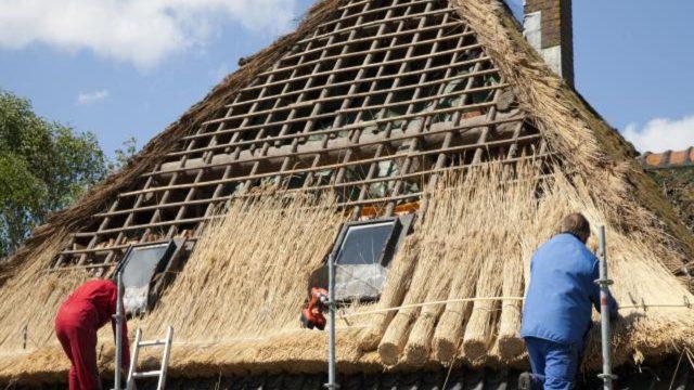 entretenir un toit en chaume soi-même
