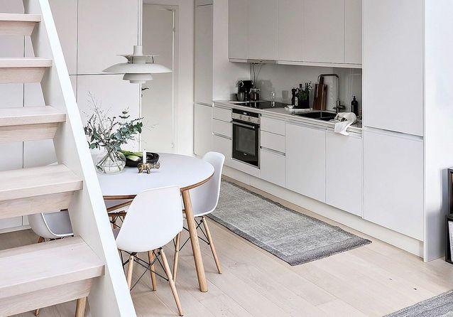 Cuisine ouverte sur un petit salon cosy
